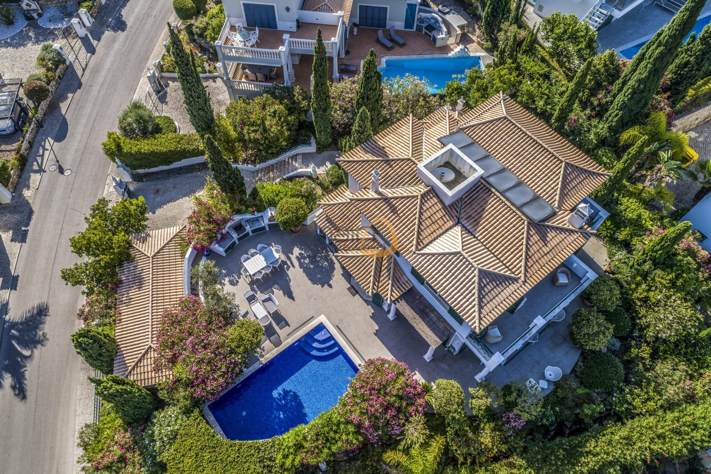 [:pt]luxury-villa-in-vale-do-lobo-golden-triangle-algarve-portugal-with-sea-view-024[:en]3 bedroom villa with sea view in Vale do Lobo :: Aerial Views 2 :: MainProperties :: PC357[:]