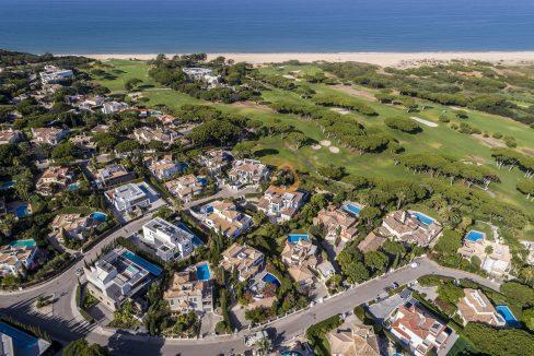 [:pt]luxury-villa-in-vale-do-lobo-golden-triangle-algarve-portugal-with-sea-view-026[:en]3 bedroom villa with sea view in Vale do Lobo :: Aerial Views :: MainProperties :: PC357[:]