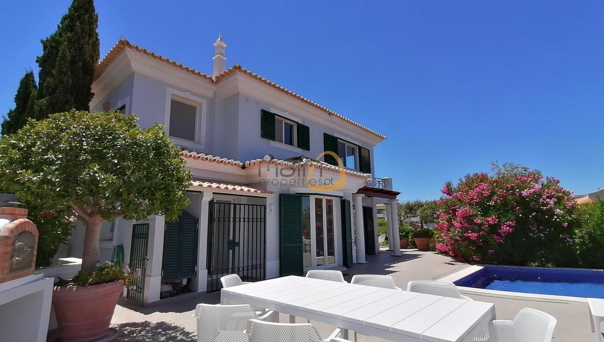 [:pt]Moradia de 3 quartos com vista mar em Vale do Lobo :: Fachada :: MainProperties :: PC357[:en]3 bedroom villa with sea view in Vale do Lobo :: Facade :: MainProperties :: PC357[:]