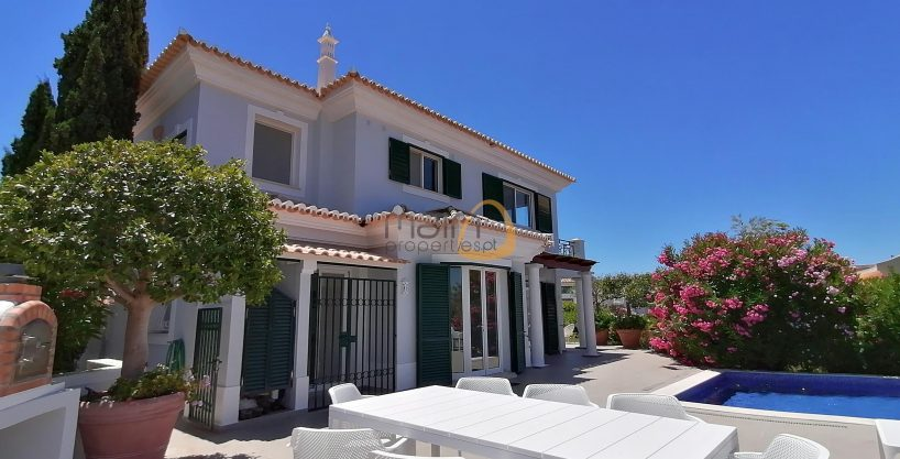 3 bedroom villa with sea view in Vale do Lobo :: Facade :: MainProperties :: PC357