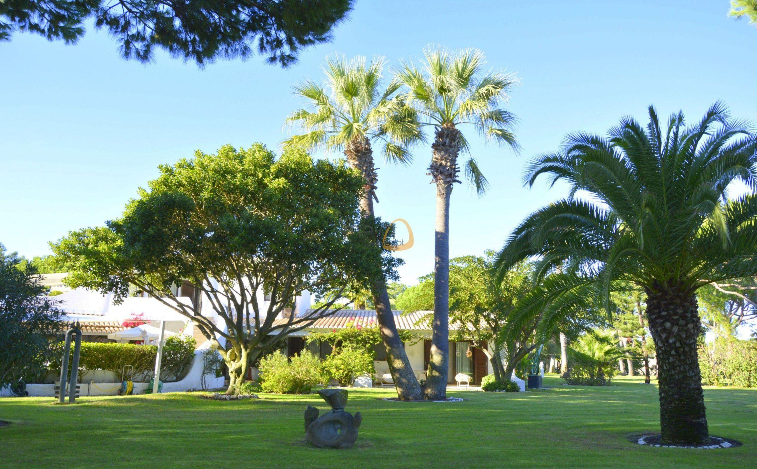 [:pt]Moradia com 5 quartos na Quinta do Lago :: Jardim 5 :: MainProperties :: 020061[:en]villa-quinta-do-lago-algarve-portugal-020061-10[:]