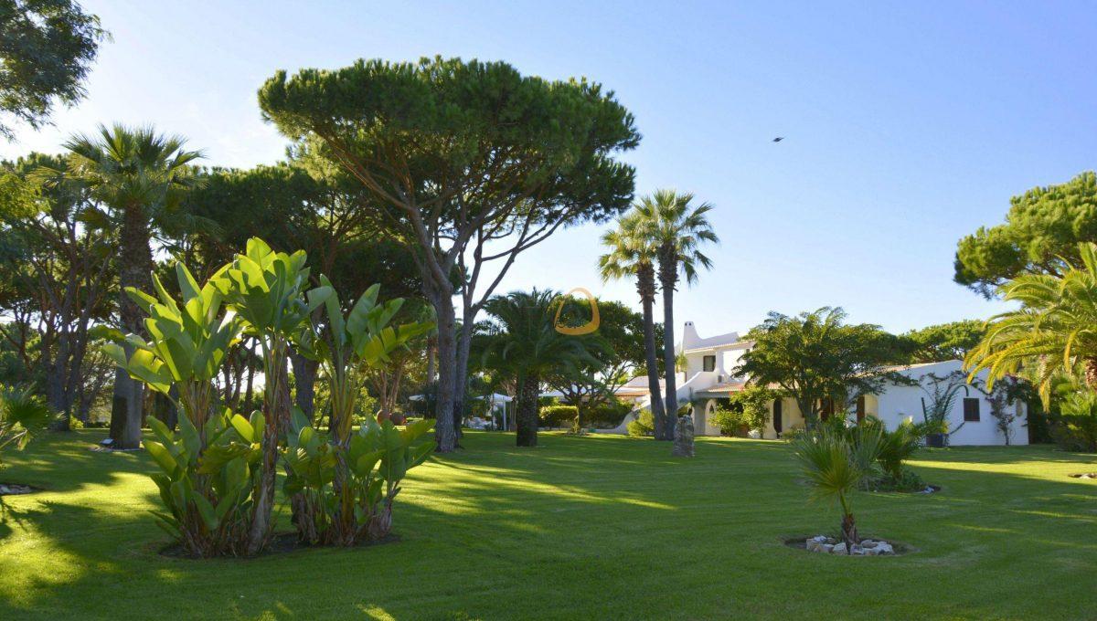 [:pt]Moradia com 5 quartos na Quinta do Lago :: Jardim 6 :: MainProperties :: 020061[:en]villa-quinta-do-lago-algarve-portugal-020061-11[:]