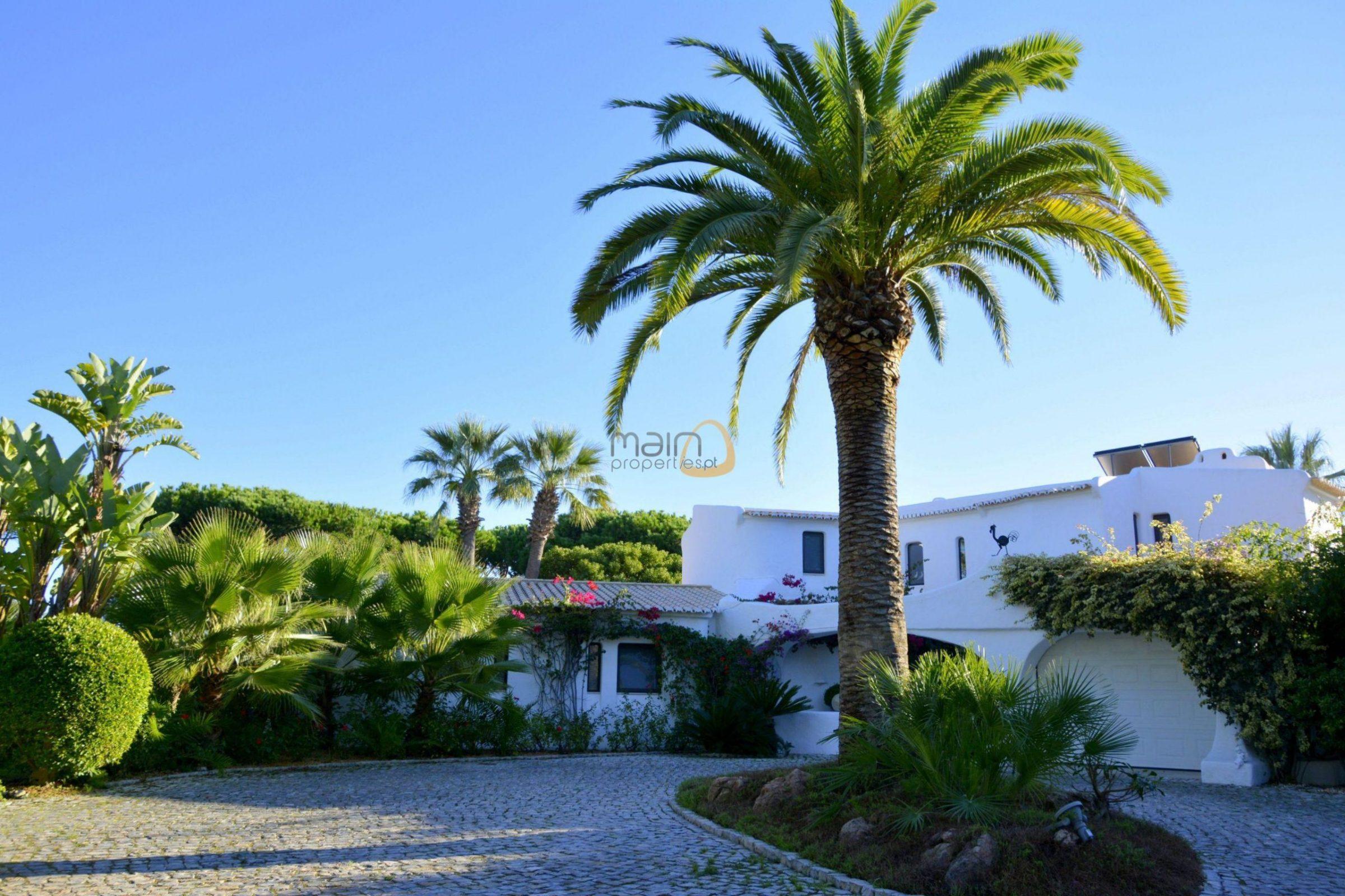 [:pt]Moradia com 5 quartos na Quinta do Lago :: Entrada :: MainProperties :: 020061[:en]villa-quinta-do-lago-algarve-portugal-020061-12[:]