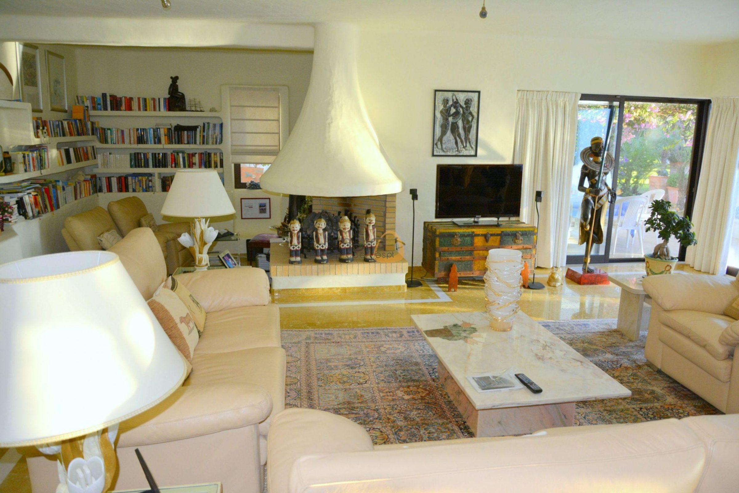 [:pt]Moradia com 5 quartos na Quinta do Lago :: Sala 1 :: MainProperties :: 020061[:en]5 bedroom villa in Quinta do Lago :: Living Room :: MainProperties :: 020061[:]