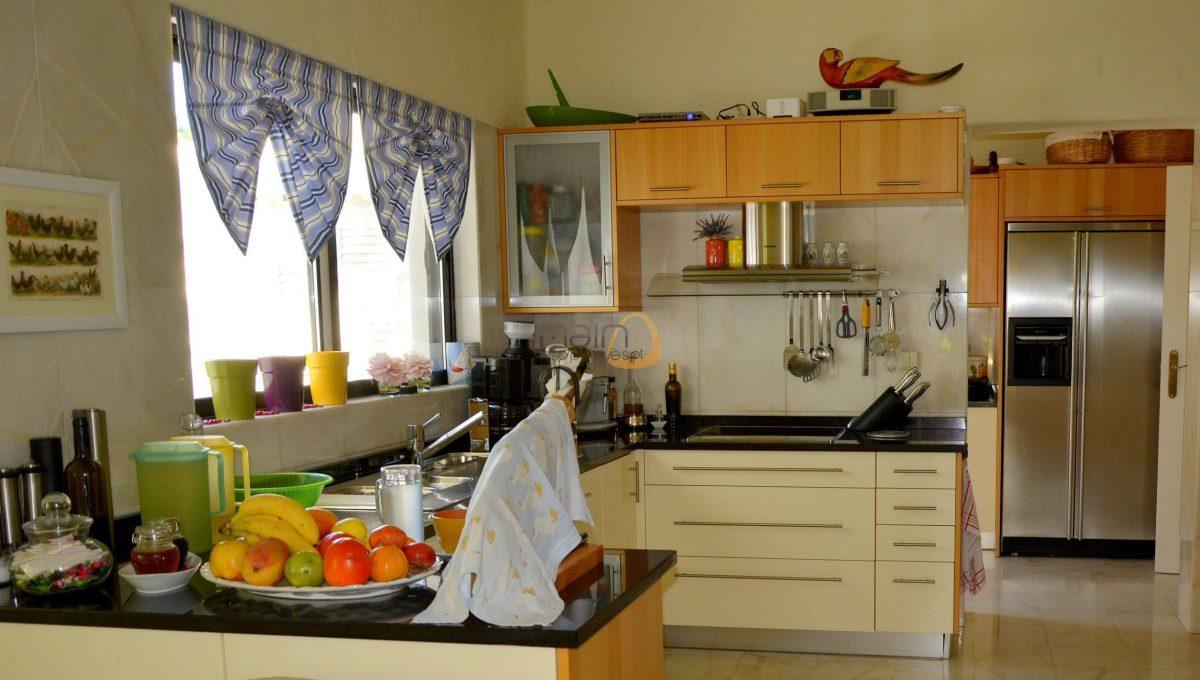 [:pt]Moradia com 5 quartos na Quinta do Lago :: Cozinha :: MainProperties :: 020061[:en]5 bedroom villa in Quinta do Lago :: Kitchen :: MainProperties :: 020061[:]