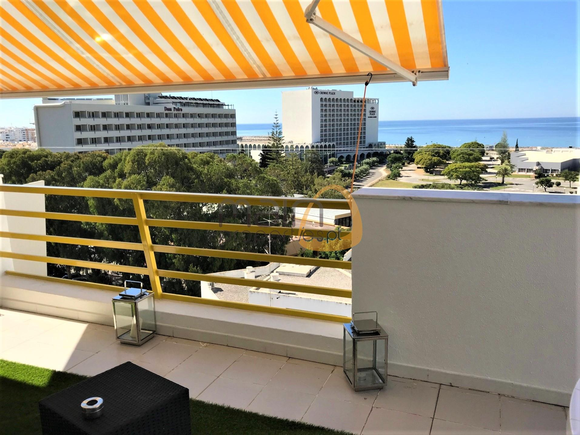 Penthouse with 3 bedrooms and sea view in the center of Vilamoura