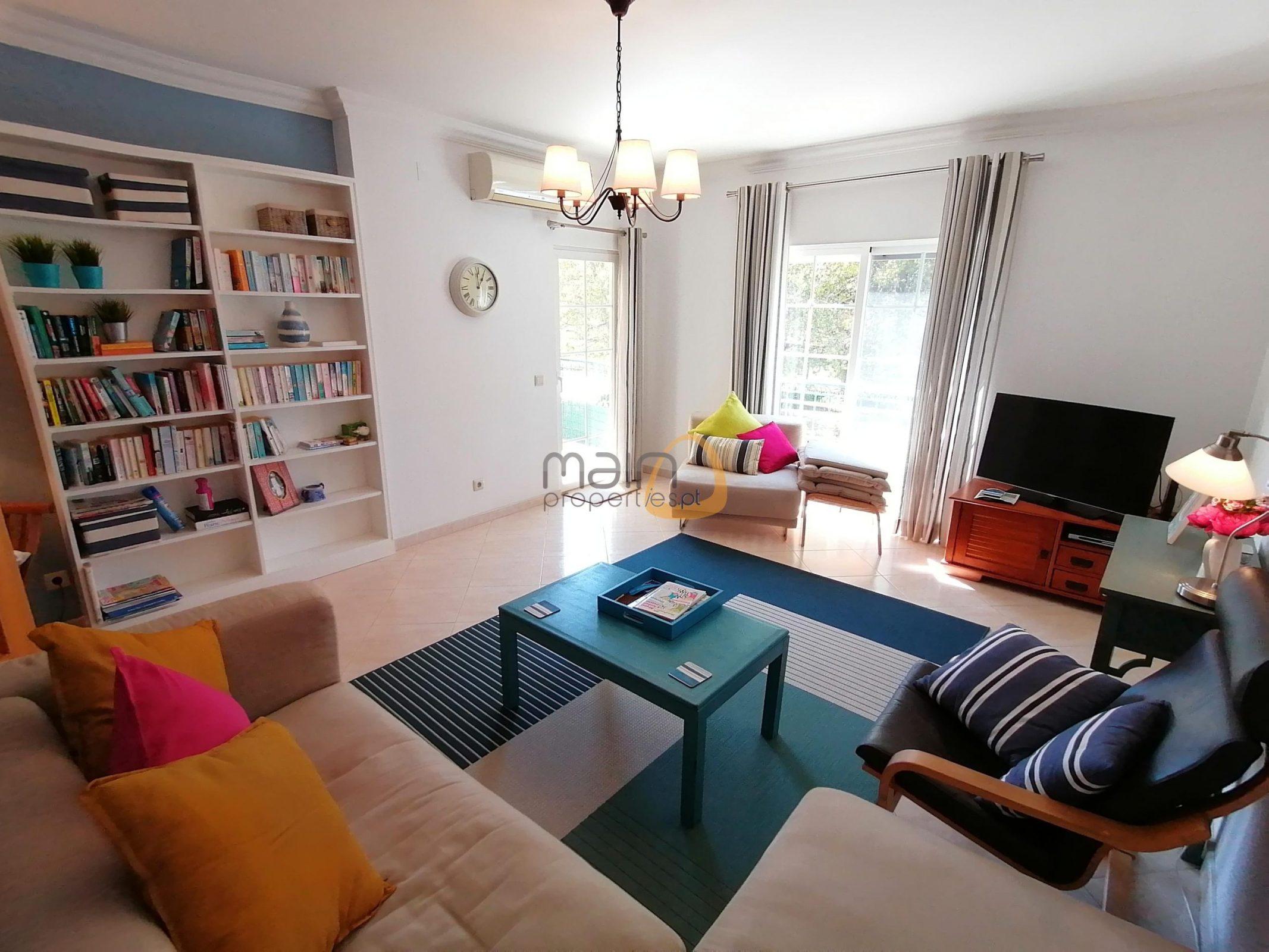 Apartamento com 3 quartos no centro de Almancil
