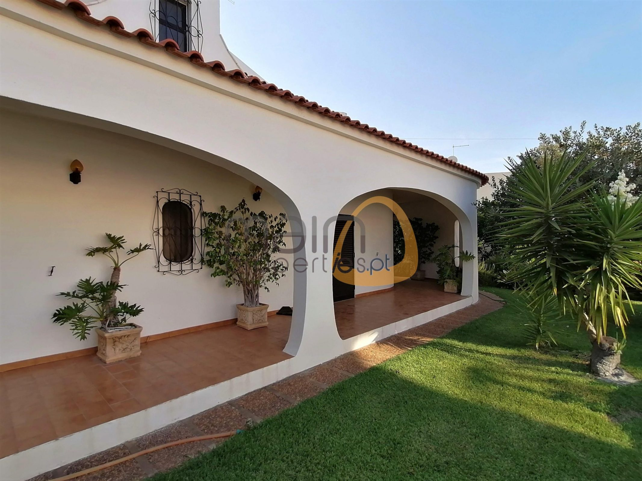 Traditional style villa with 6 bedrooms in Almancil