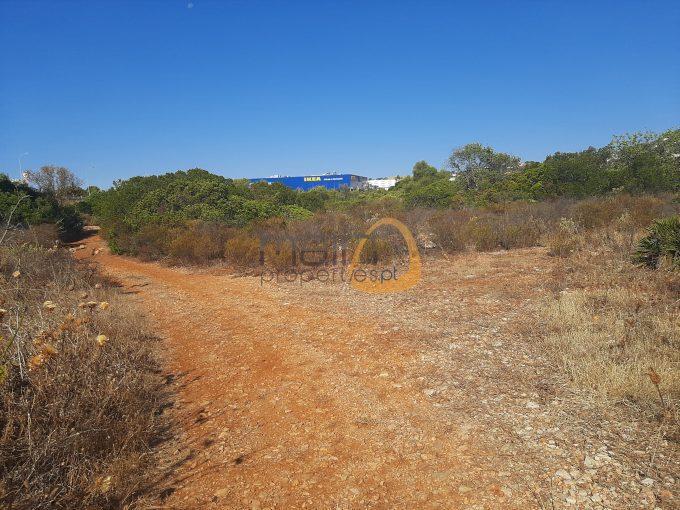 Amplo lote de terreno para comércio próximo do IKEA e Mar shopping em Almancil :: MR055