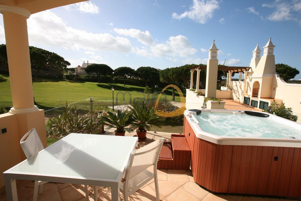 villa-in-vale-do-lobo-algarve-golden-triangle-portugal-property-real-estate-mainproperties-mp131vdl-0