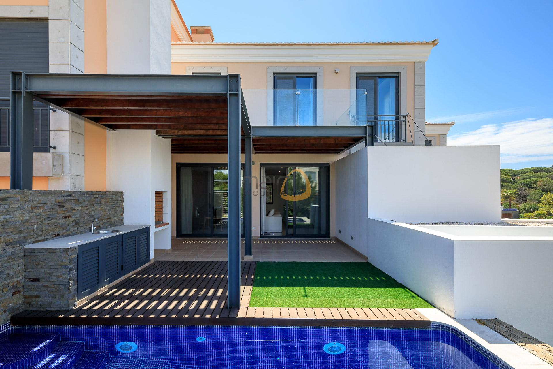 villa-in-vale-do-lobo-algarve-golden-triangle-portugal-property-real-estate-mainproperties-mp138vdl-1