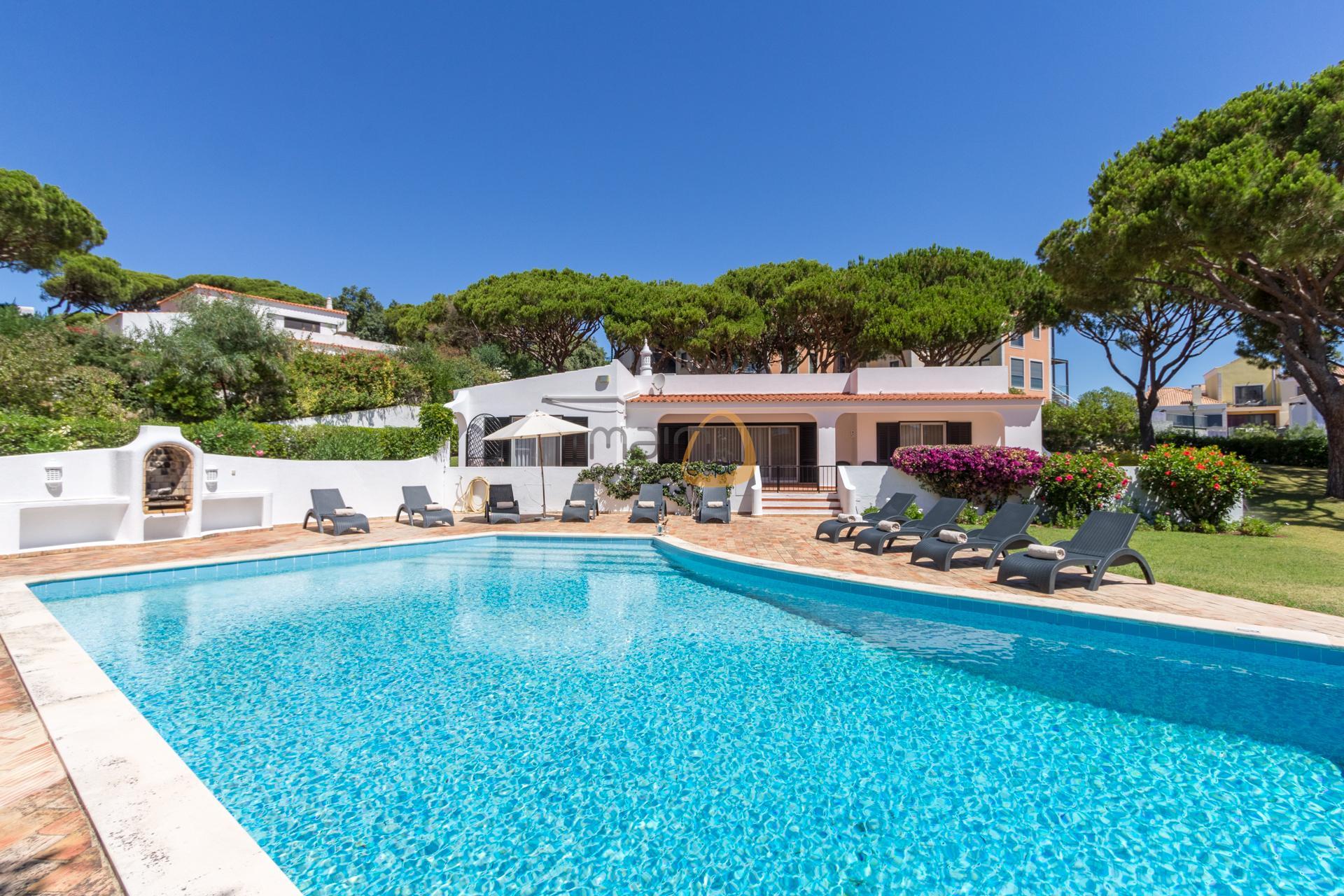 villa-in-vale-do-lobo-algarve-golden-triangle-portugal-property-real-estate-mainproperties-mp139vdl-0