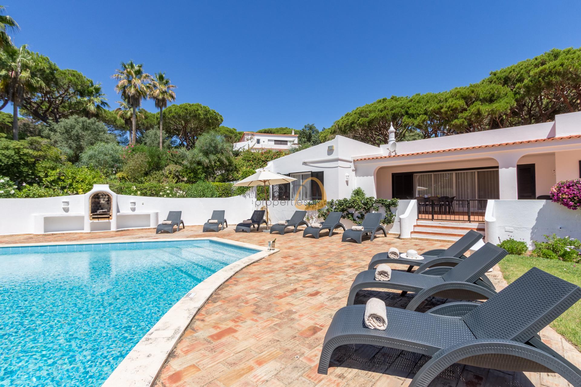 villa-in-vale-do-lobo-algarve-golden-triangle-portugal-property-real-estate-mainproperties-mp139vdl-1