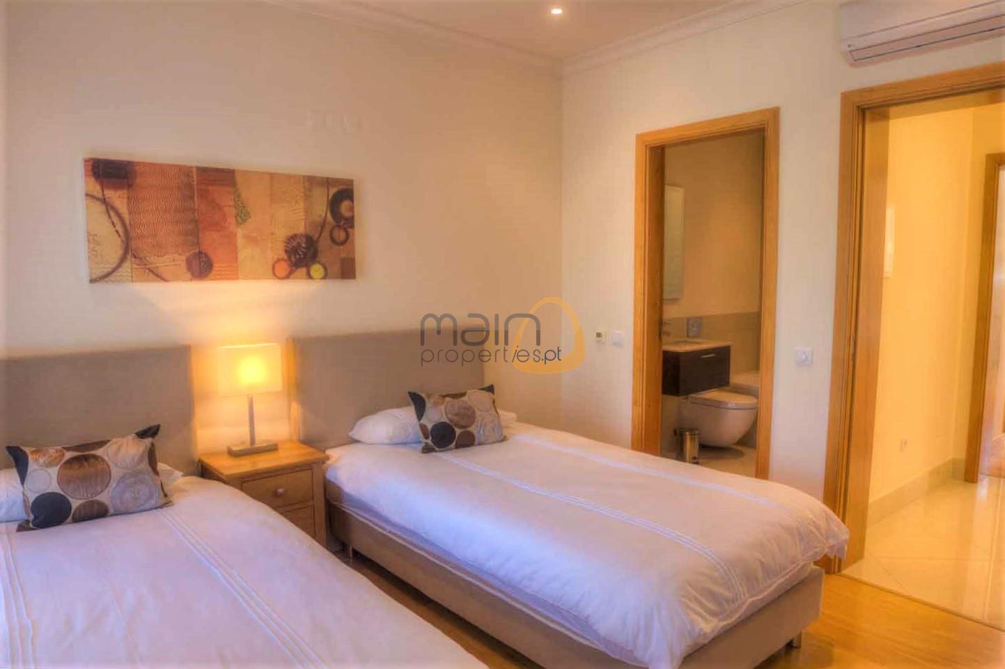 Casa Amelda twin bedroom