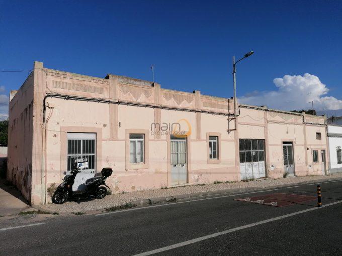 Espaço para habitação e comércio nos arredores de Almancil :: CV006