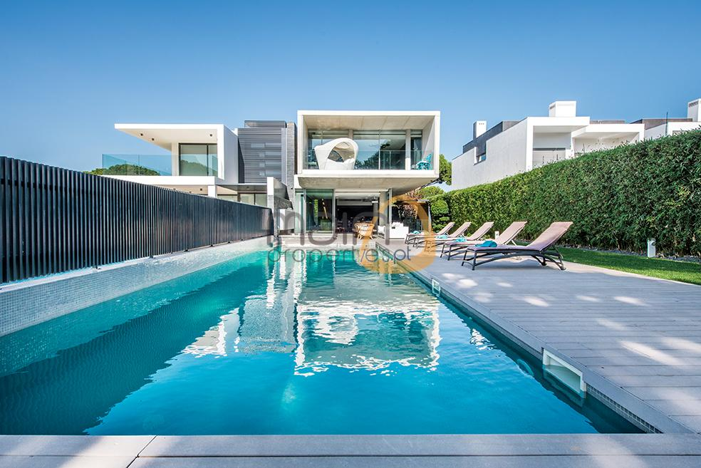Luxury villa with 5 bedrooms and private pool in Vilamoura