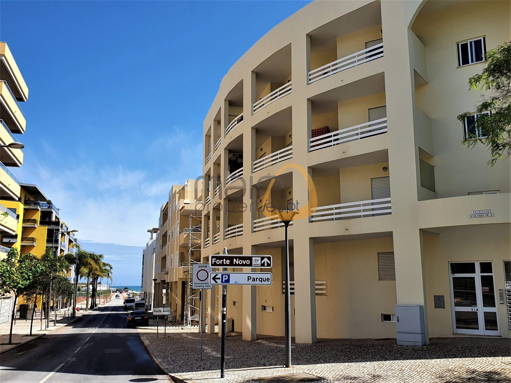 Apartamento de 2 quartos e vista mar junto à praia de Quarteira