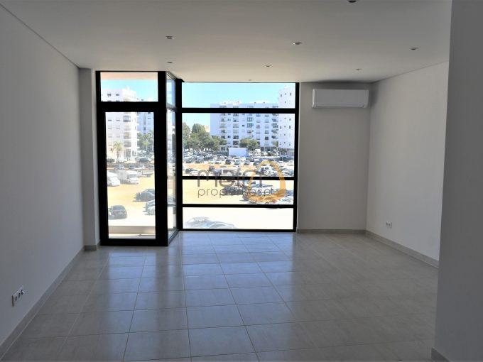 Apartamento novo de 3 quartos junto à praia de Quarteira :: MP157NV