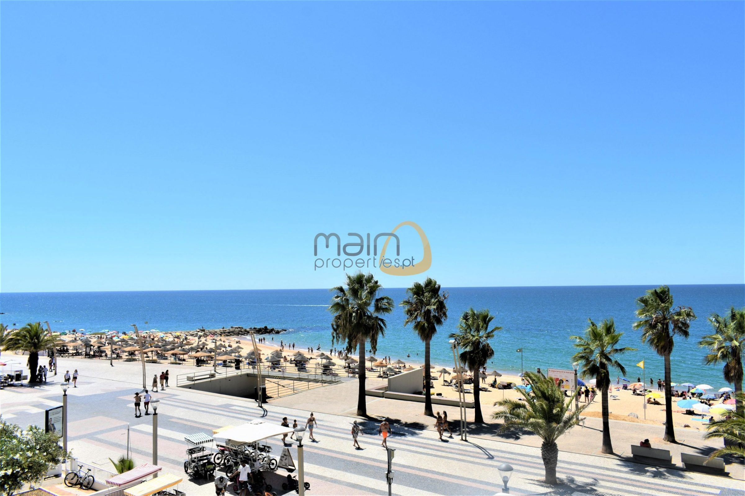 Apartamento com 3 quartos e frente mar situado na praia de Quarteira :: MP156NV