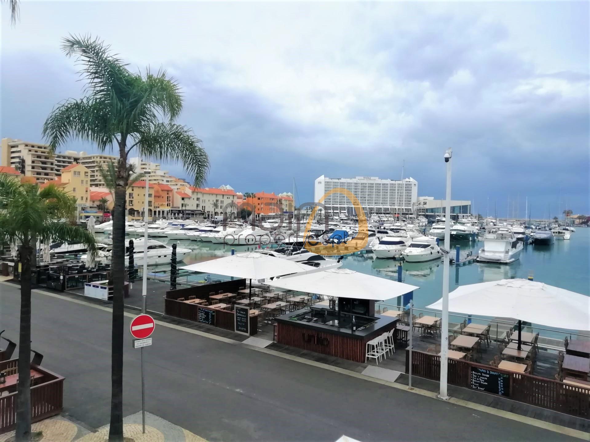 Shop in the prestigious Vilamoura Marina