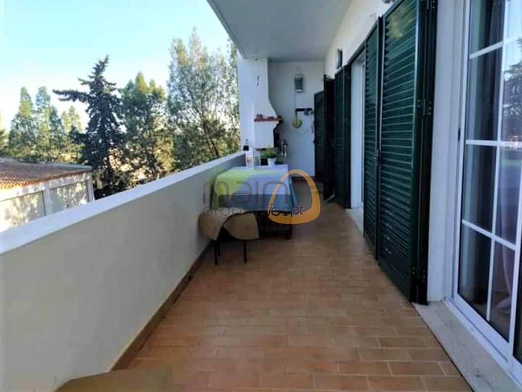 (Português) Apartamento com 3 quartos no Montenegro, Faro