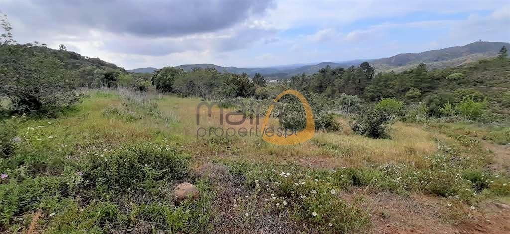 Rustic land overlooking the Algarve mountains near Alte