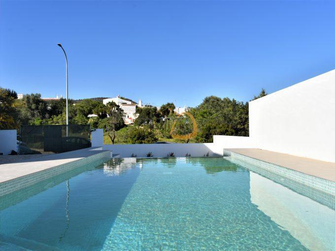 MainProperties :: Moradia nova com 3 quartos e piscina privada em Santa Bárbara de Nexe :: MP163NV