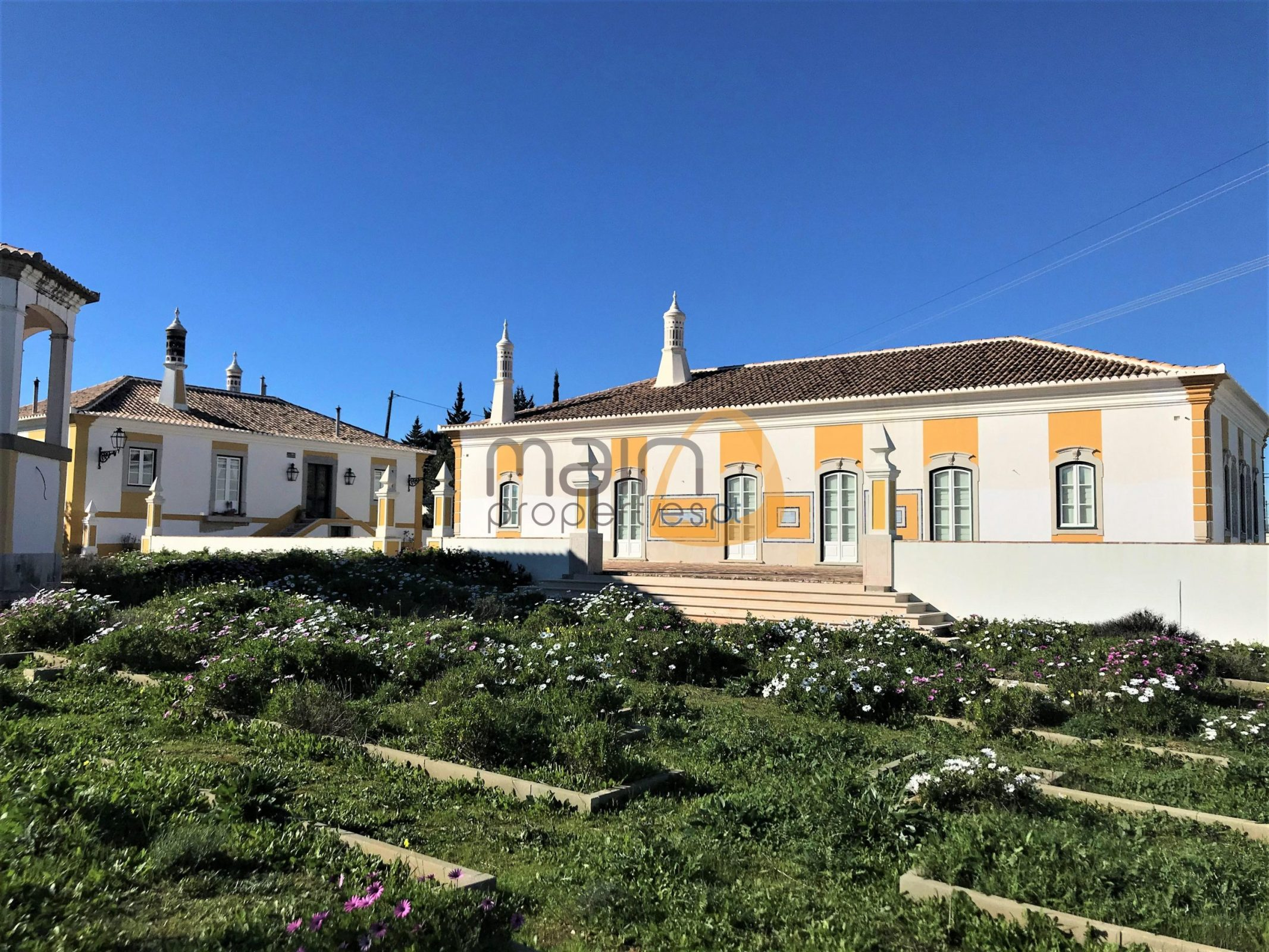 Charming property in Almancil
