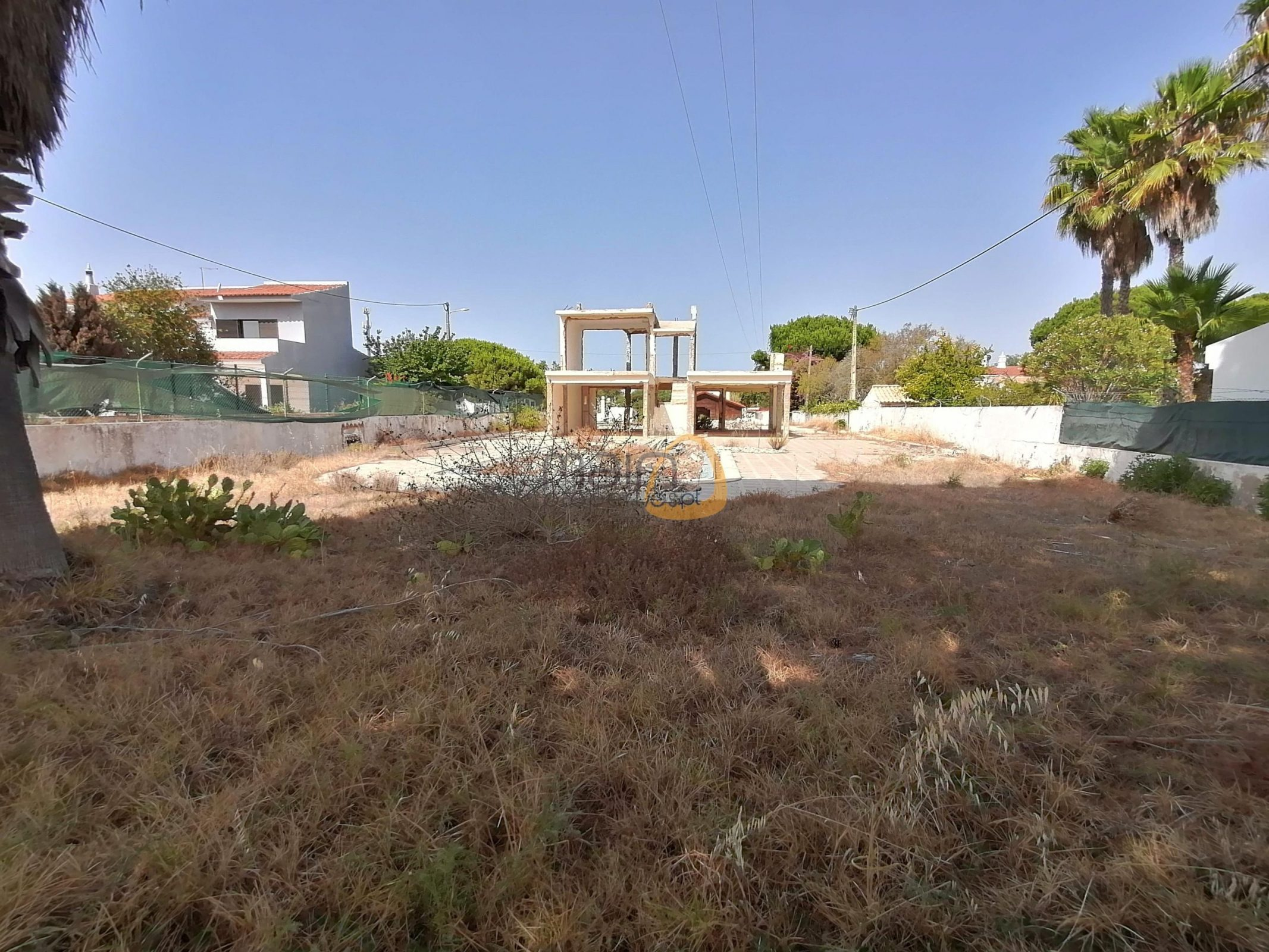 House with project for a 4 bedroom Villa close to Vale do Lobo and Quinta do Lago
