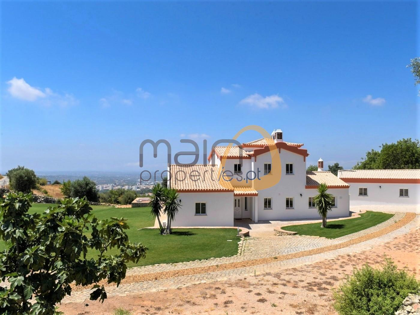 Traditional villa + guest house with sea view in Loulé