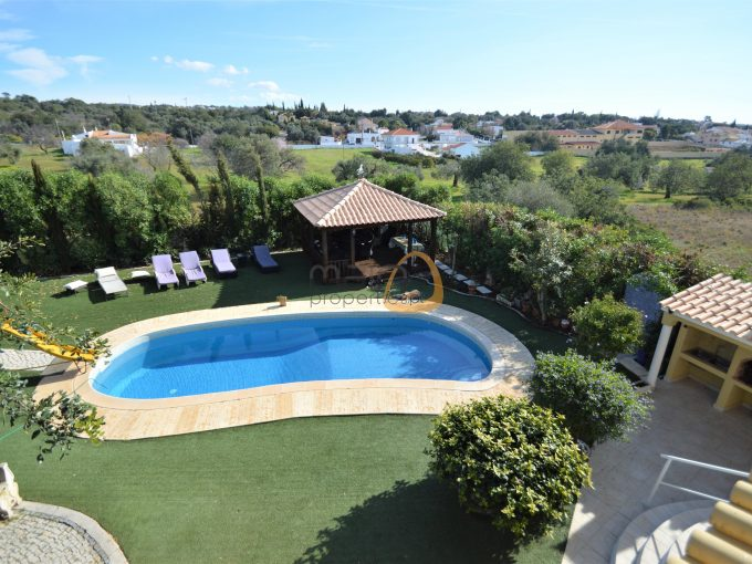MainProperties :: Moradia com 6 quartos e piscina privada em Vale de Éguas, Almancil :: MR092