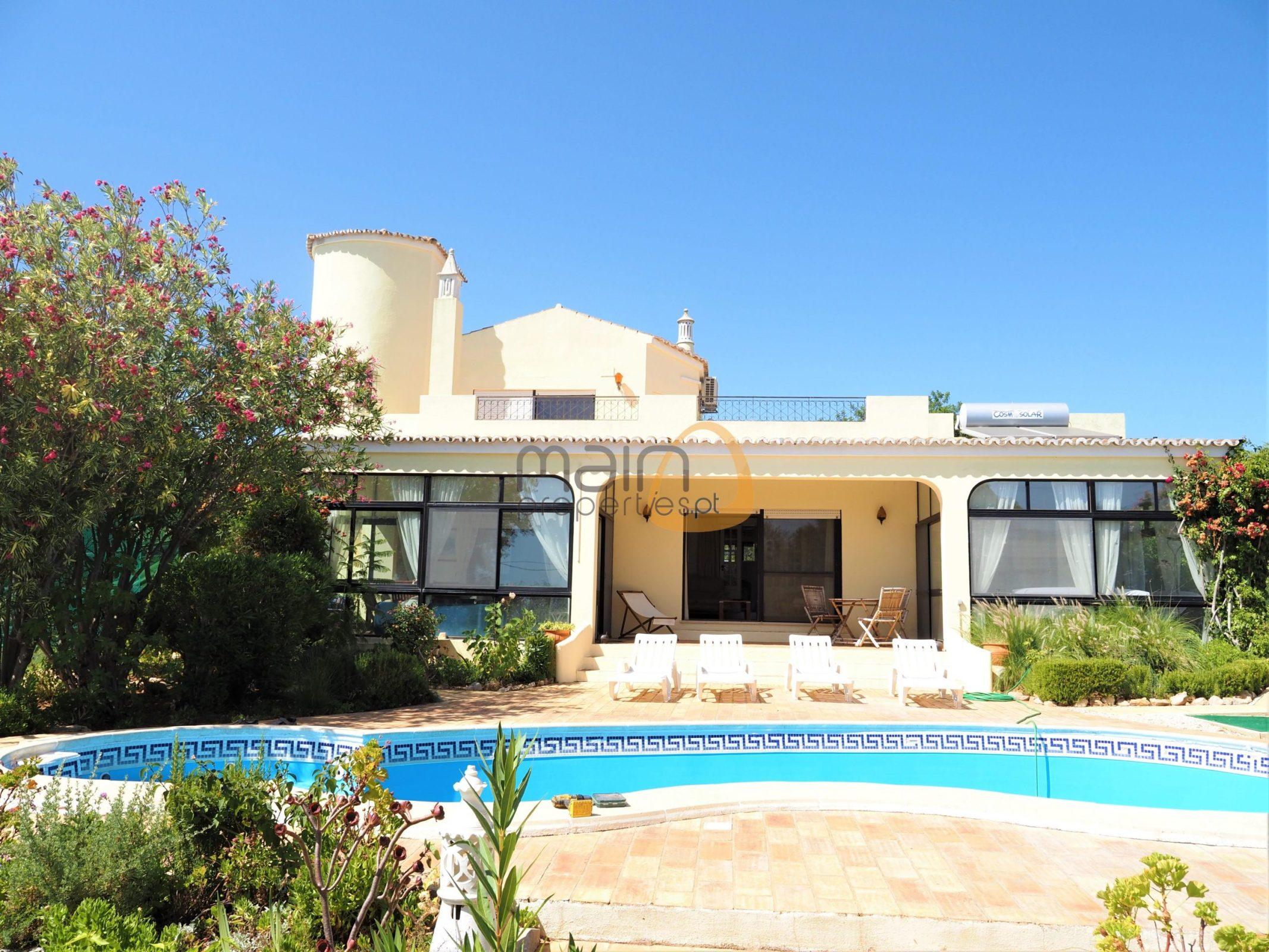 3 bedroom villa with golf course in Santa Barbara de Nexe